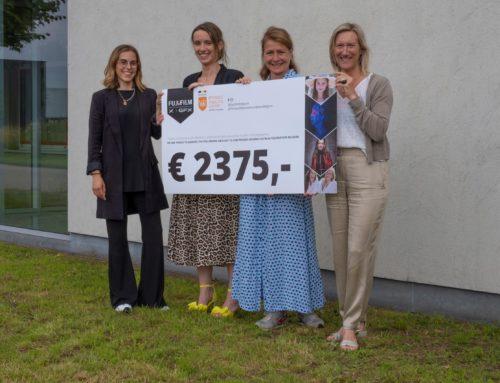 Fuji film Belgium overhandigt cheque t.w.v.€ 2.375,-
